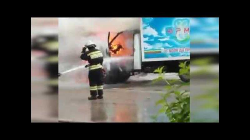 В Новочебоксарске у ЗАГСа вспыхнул грузовик