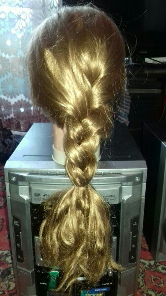 Продам болванку . Искуственные волосы. 1000 р .