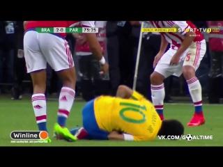 Бразилия - Парагвай. Неймару наступили на руку.