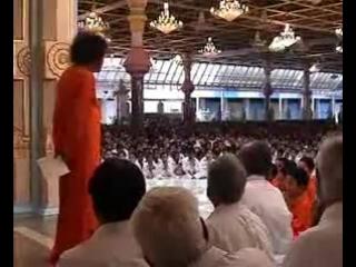 Видео Sri Sathya Sai Baba. Sathya Sai Baba Darshan with soundtrack of vibhuti Mantra. Sathya Sai Baba vibhuti Mantra in Sanskrit