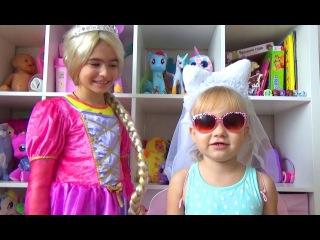 Алиса и Тея показывают ДЕТСКИЕ КОСТЮМЫ Играть в больничку Мими Лисса играет в доктора