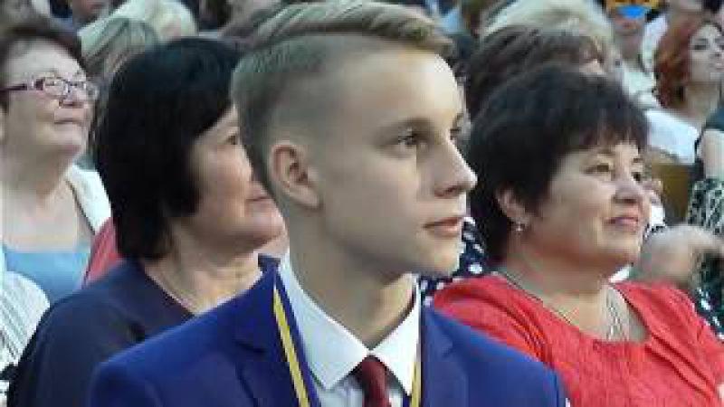 У добру путь, випускники 2017! Анатолій Гацько привітав із закінченням школи учнів...