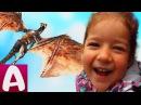 Гигантский динозавр летает у нас во дворе Видео для детей Алиса