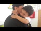 Казахстанцев до слез растрогало видео встречи солдата с младшим братом