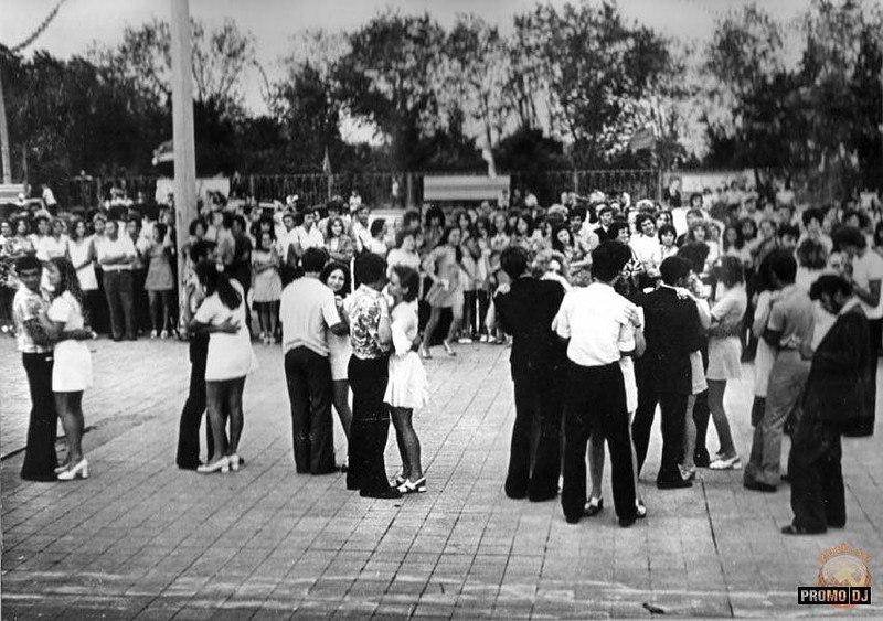 Танцплощадка в парке Дружба . 70-е.
