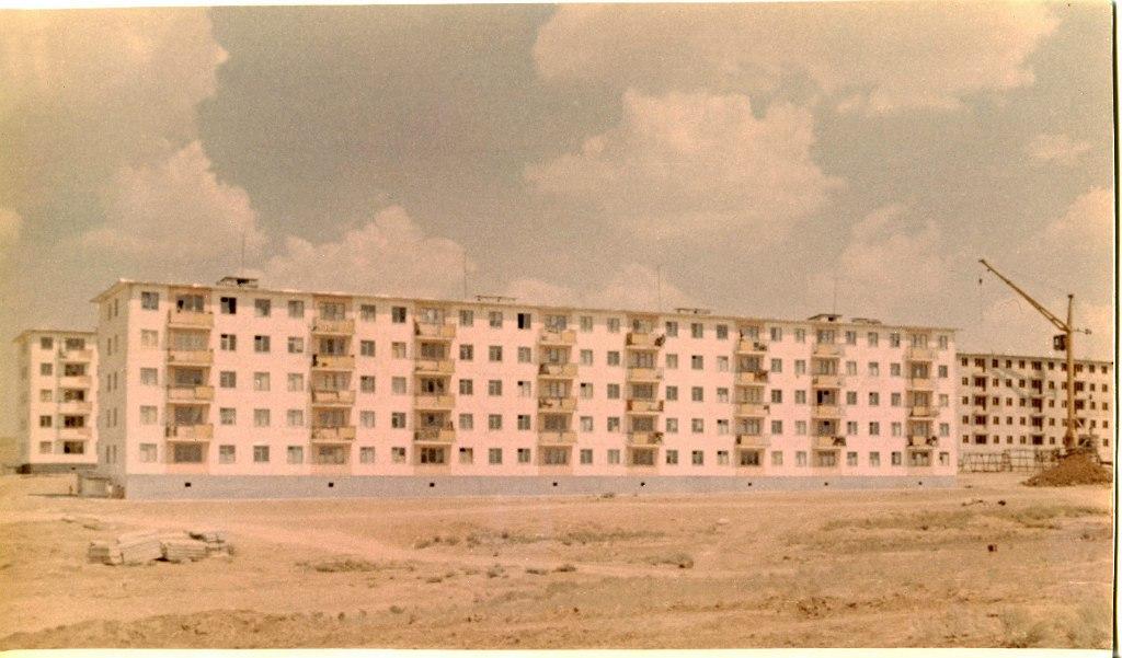 13 дом в 4-м микрорайоне. 1970 год
