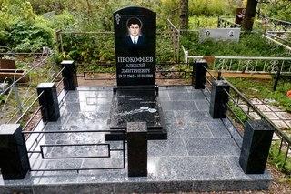 Памятник с ангелом Старица Мемориальный одиночный комплекс с крестом Октябрьский