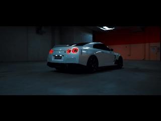 Nissan GT-R R35 [White Knight]