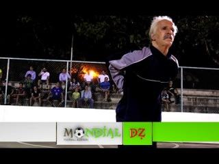 Excellent ! Déguisé en Papy, il humilie des jeunes au Football !