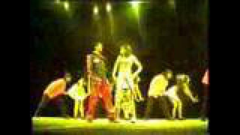 Karisma Kapoor with Salman Khan Dancing On Stage Uchi Hai Bulding