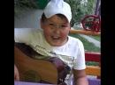 Мальчик поёт Скриптонита эроина не женю на гитаре