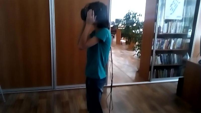 Сотрудники библиотеки им. Н.В. Гоголя г. Новокузнецка опробовали на себе шлем виртуальной реальности. Часть 2