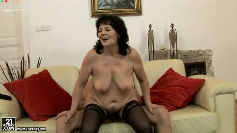 Oversized old BBW rides kinky daddy in reverse cowgirl