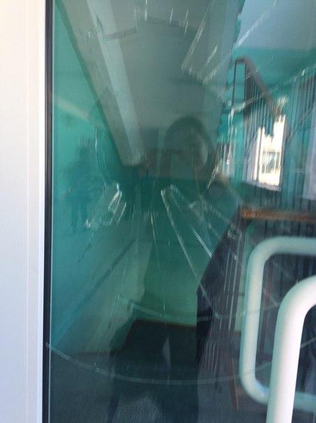Кто разбил стекло на втором этаже?😲😲😲👏🏻👏🏻👏🏻🙄🙄😑😑