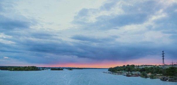 Один закат не похож на другой, краски неба не бывают одинаковыми.  Мар