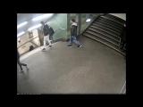Мигранты в метро пнули девушку в спину так, что она улетела с лестницы