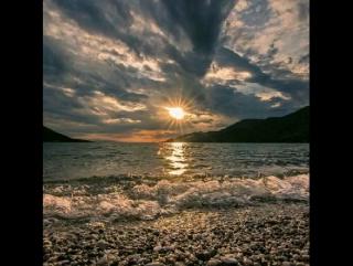 А функция заката такова: Печаля нас, возвысить наши души, Спокойствия природы не нарушив, Переиначить мысли и слова...