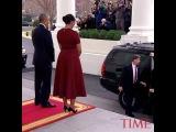 Барак и Мишель Обама передают Белый дом Дональду и Мелании Трамп 😊 как вам новая первая леди?