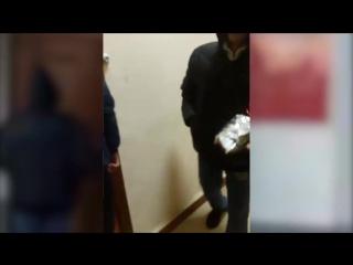 Молодежь Иркутска передала губернатору Левченко конфеты с опарышами