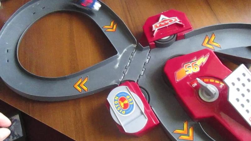 Трек Макквина Cars Lightning Fast Speed Way Track Set Disney Pixar Cars Speedway Track Toy Review.