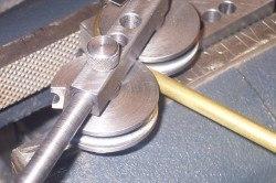 В основном, самодельный трубогиб используется для загибания труб не более 2,5 см в диаметре.