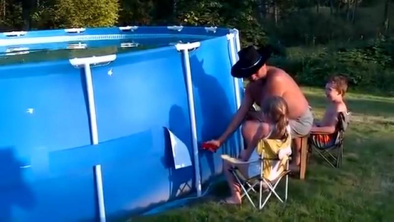 Как не надо чистить бассейн во дворе