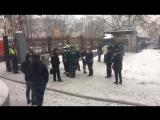 Пожарные работают на месте возгорания в Академии МИД в Москве
