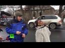 Жительница Донецка сотруднику ОБСЕ Скажите своему американцу пусть заберет