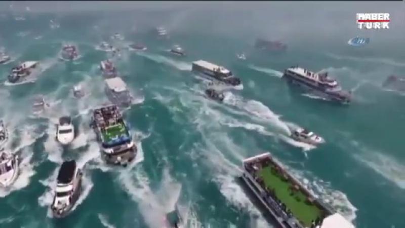 Фанаты «Бешикташа» отпраздновали чемпионство яхт-парадом в Босфорском проливе 1