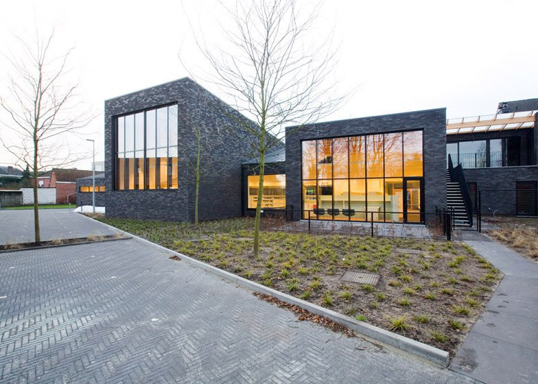 Omgeving's black brick library in Zoersel is subdivided into smaller blocks (Part 1)