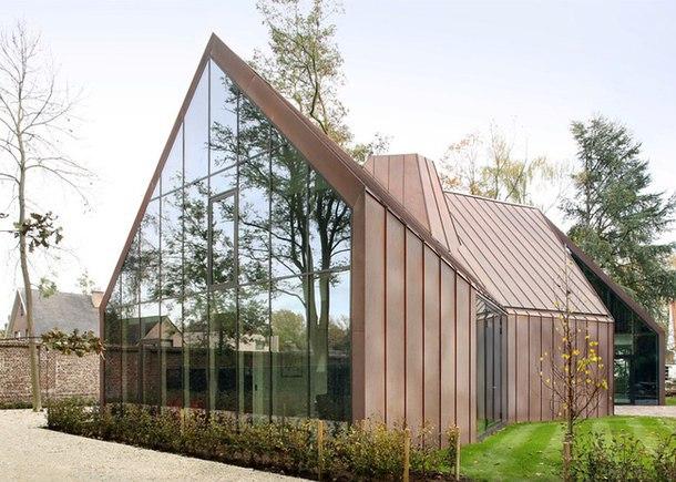 Жилой дом VDV расположен неподалеку от бельгийского города Гент, на земельном участке, где раньше находился замок, разрушенный во время Второй мировой войны.