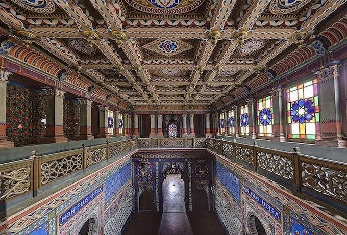 Castello di Sammezzano - скрытый среди тосканских холмов Северной Италии замок.