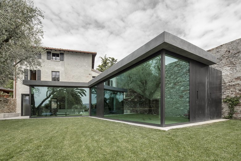 canopied vacation home at Garda lake