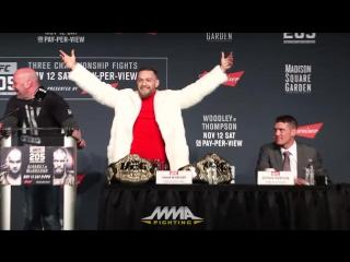 Conor McGregor vs Eddie Alvarez  НА ПРЕСС-КОНФЕРЕНЦИИ К UFC 205. стулья