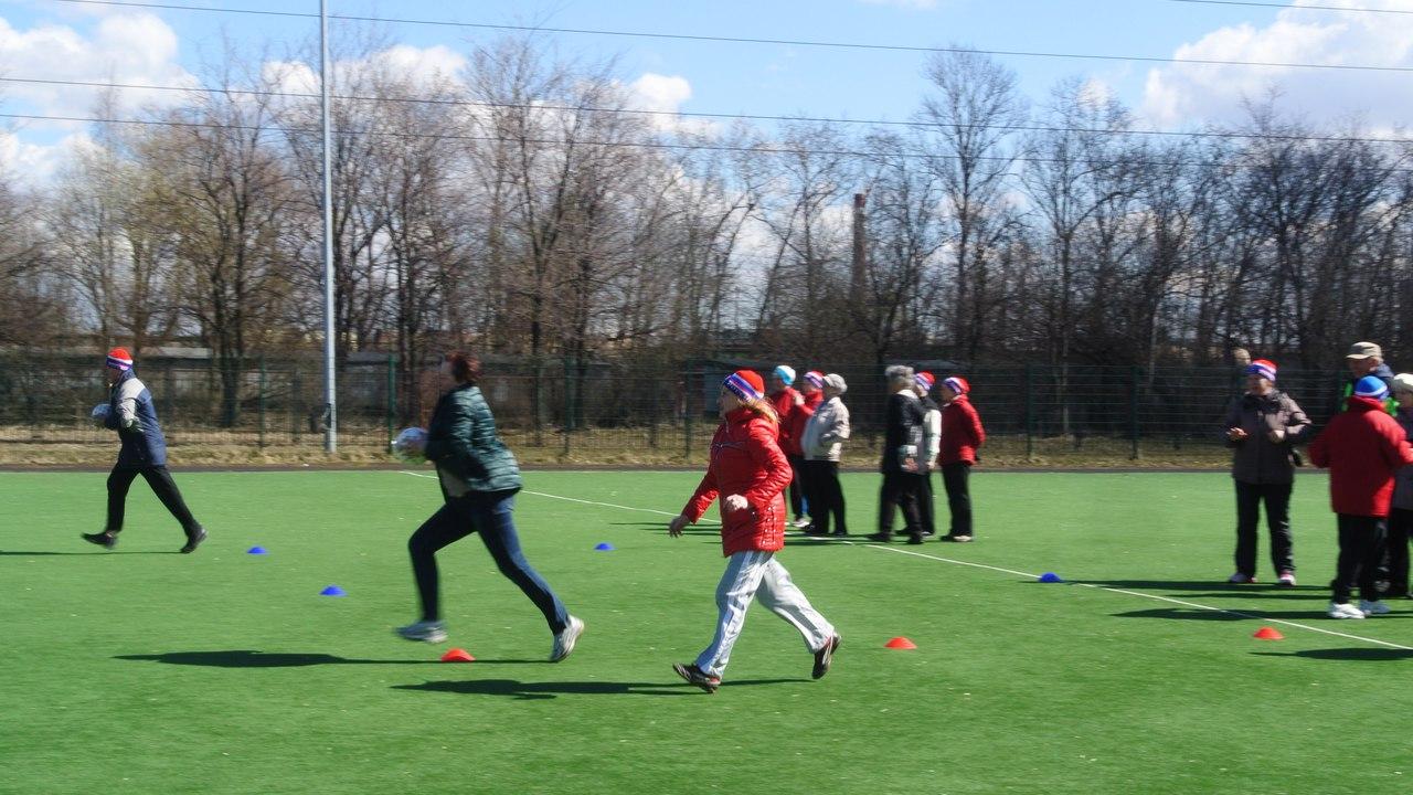 Соревнования по скандинавской ходьбе среди группы старшего поколения, приуроченные к Дню Победы. В мероприятии приняли участие две команды – «Интернационалист» и «Возрождение».