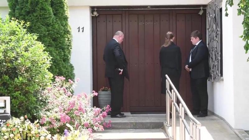 Скандал в благородном семействе нарастает: детей скончавшегося канцлера Германии Г.Коля не пускают в дом проститься с отцом