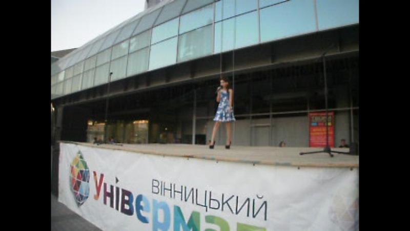 ПАРАД КВІТІВ 16,09,2016, організатори Вінницький Універмаг і Alexander Malikoff, модель Марія Фарафонова з STEFANEL.