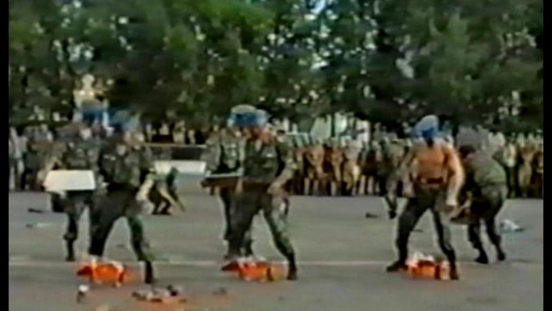 Показательное выступление на День части 100-й гвардейской Свирской отдельной воздушно-десантной бригады (28.06.1997)