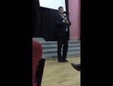 Начало речи Сергея Дьячкова с раздачей материалов за Миронова.