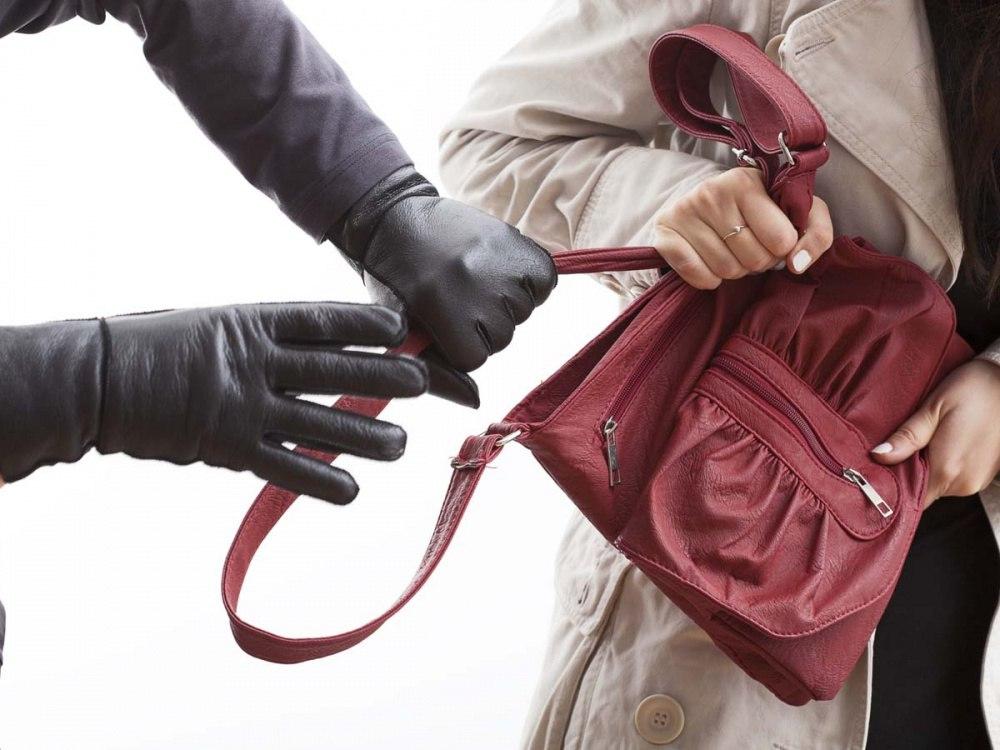 В Севастополе задержали вора женских сумочек