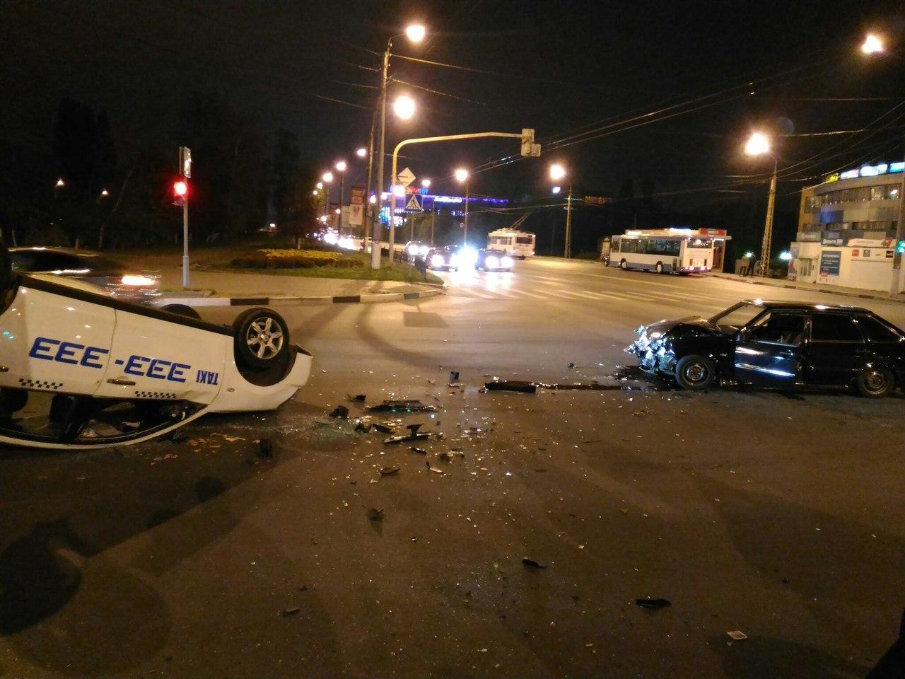 """Фото и видео, как """"тазы"""" превратили уличные гонки в автокатастрофу, попало в Сеть"""