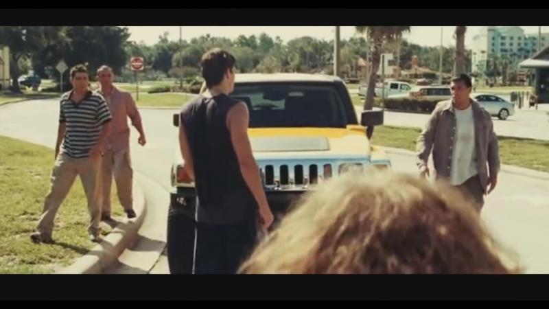 Жестокая драка на дороге трое на одного Момент из фильма Никогда не сдавайся