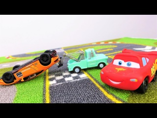 🚗 Coches de juguete. ¡McQueen gana la CARRERA! Coche de carreras. Videos para niños en español