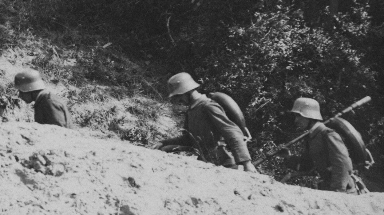 Немецкие штурмовики с огнеметом, май 1918г
