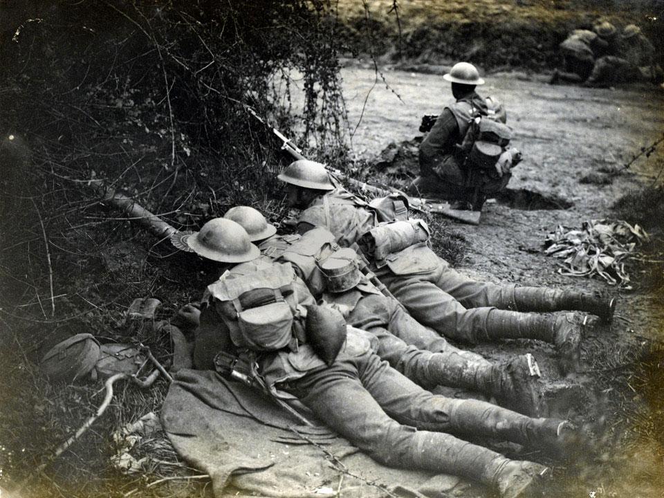 Британский расчет пулемета Льюиса во время Весеннего Наступления, май 1918г