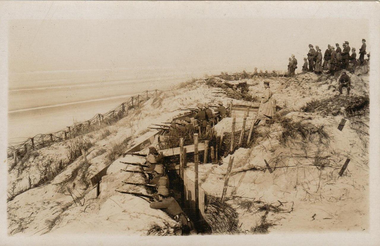 Немецкие морские пехотинцы на побережье Бельгии, март 1915г