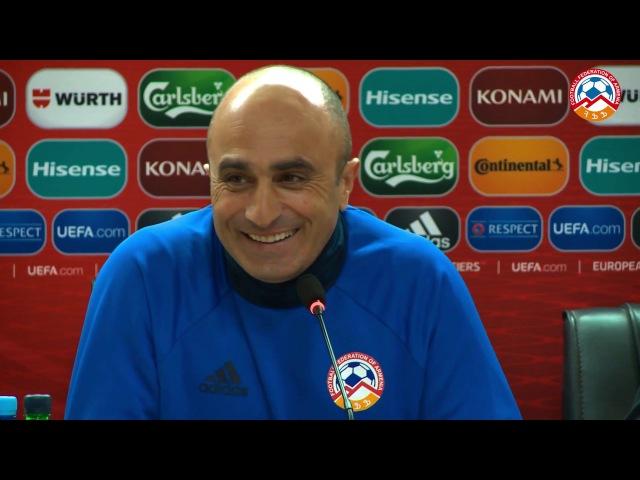 Հայաստանի ազգային հավաքականի ֆուտբոլիստները շնորհավորում են Արթուր Պետրոսյանին