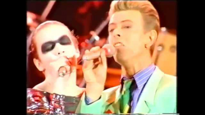 Queen - Annie Lennox David Bowie- Under Pressure