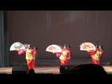 Chinese dance with big fans-Китайский танец с большими веерами