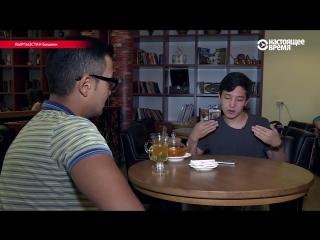 Юноша из Кыргызстана переводит песни на жестовый язык и публикует в соцсетях